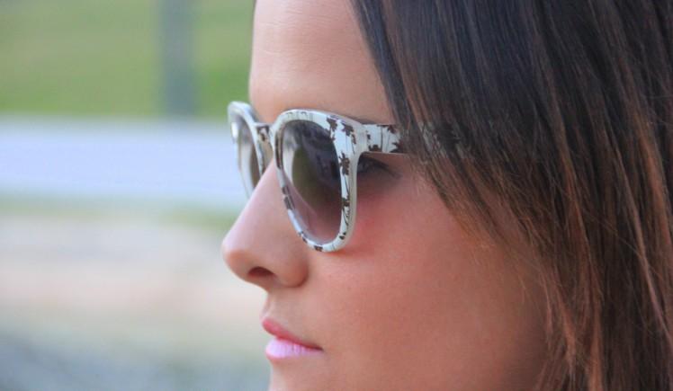 gafas de sol estampadas marrones