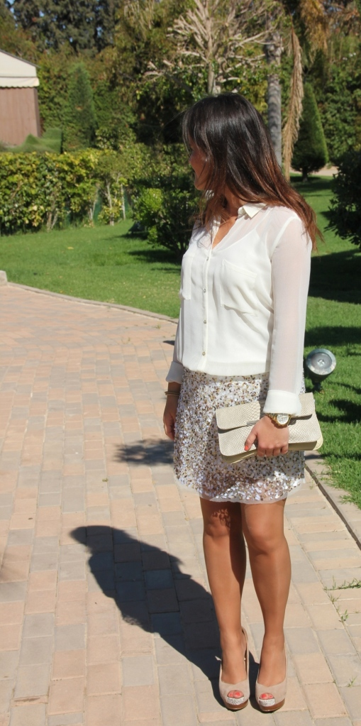 falda lentejuelas blusa blanca