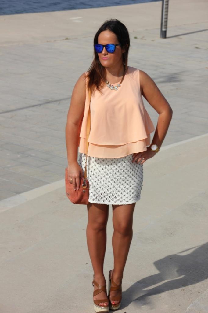 falda pedreria top coral