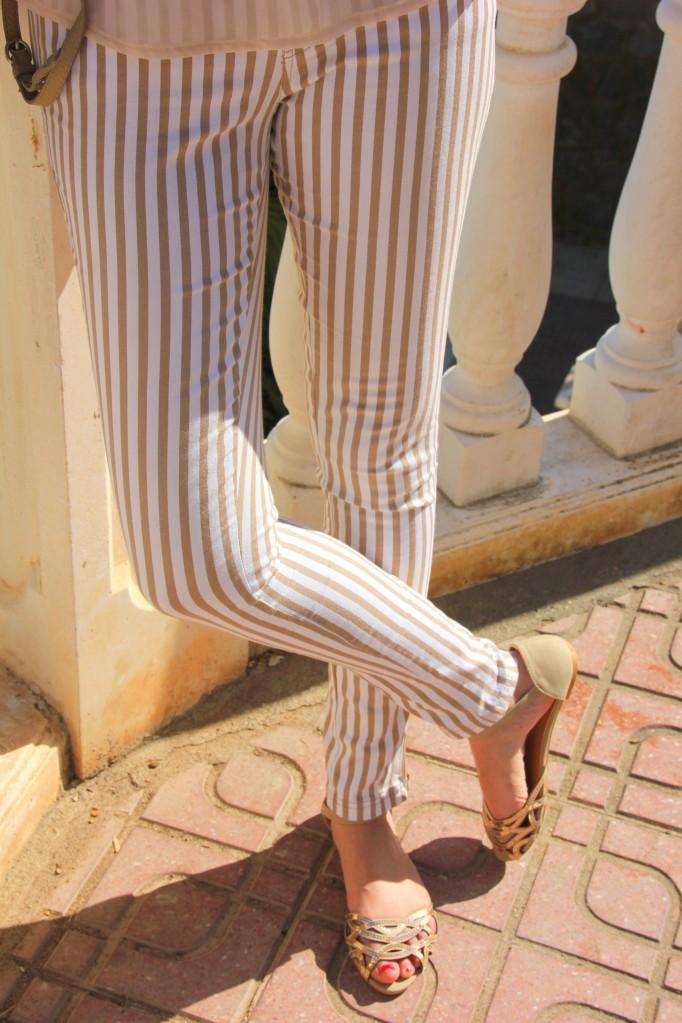 pantalon de rayas blanco y beige