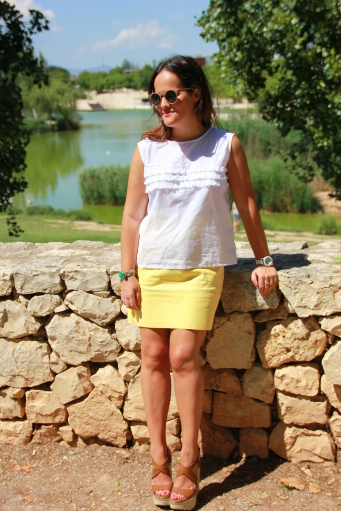 look amarillo y blanco