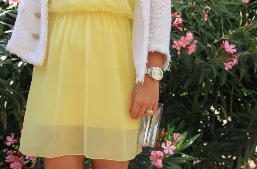 1yellow dress