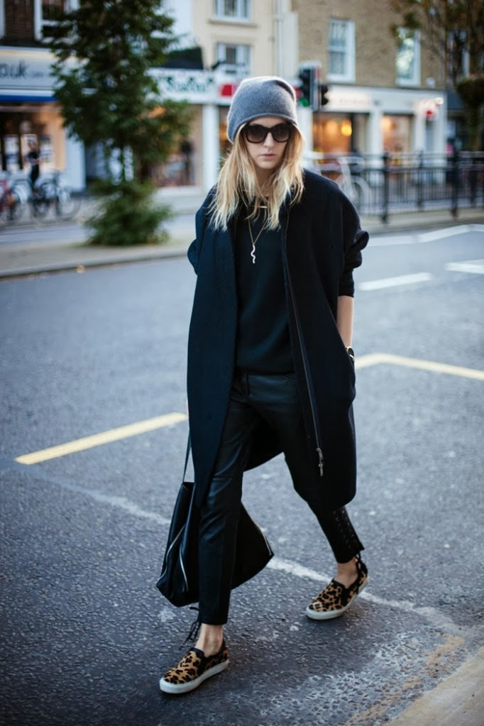 Slip-On-Sneakers-Street-Style-Looks-and-Chic-Combinations-2